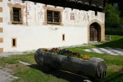 Affresco di Guglielmo Tell su casa di Ernen