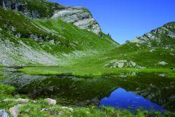 Il Lago superiore di Moino, esempio di fase intermedia di trasformazione del lago in torbiera, ricca di sfagni e di piante specializzate