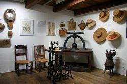 Museo Onsernonese di Comologno: lavorazione della paglia